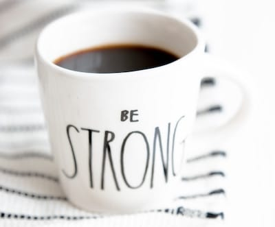 "Coffee mug with words ""Be Strong"""
